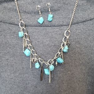 Silver tone charm style necklace w/earrings